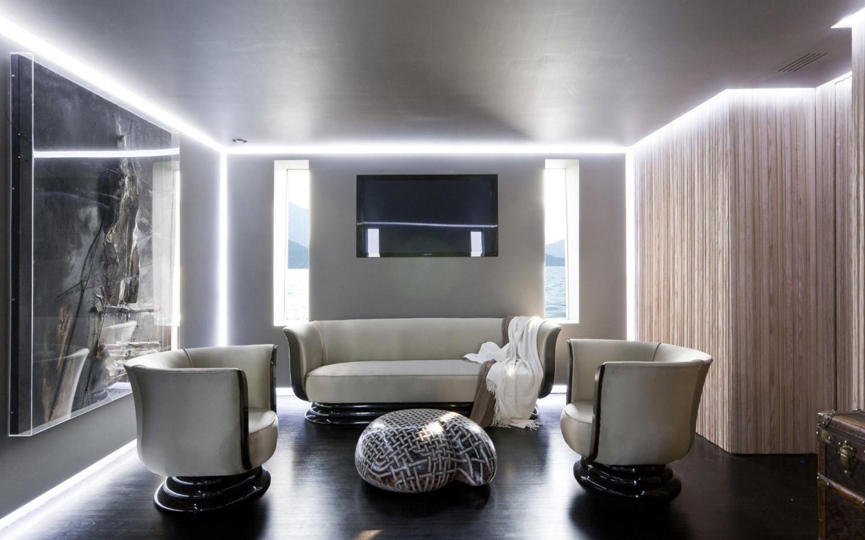 освещение в зале с натяжным потолком фото интересует, где